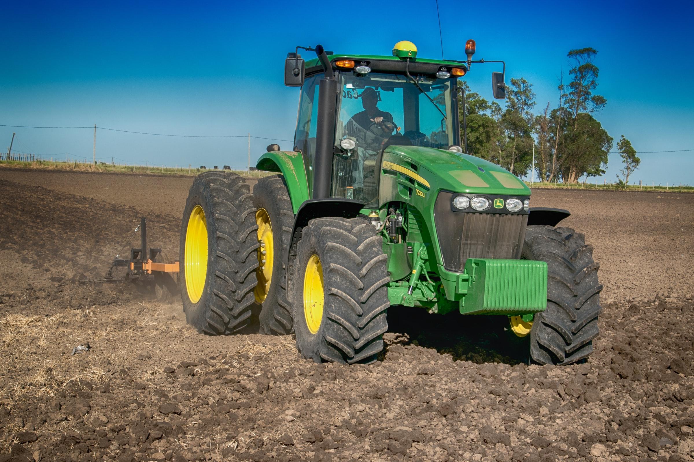 tractor-bg-3